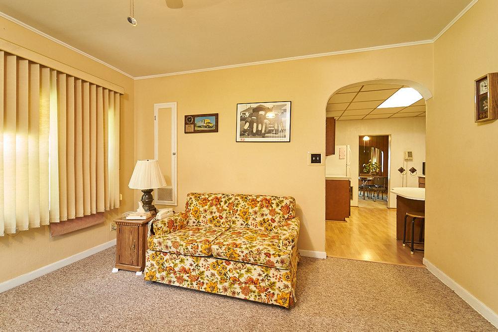 1482-concordia-avenue-stpaul-mn-family-room2.jpg
