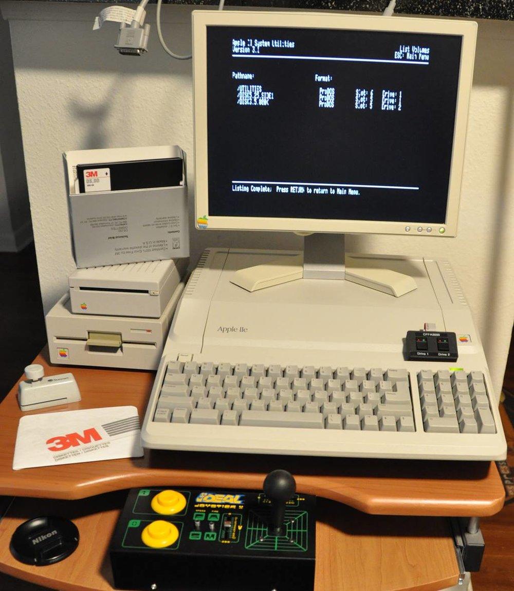 Apple //e Platinum with Retro Joystick