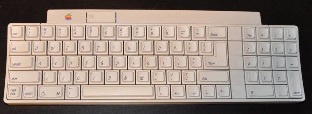 Apple IIGS Keyboard after retrobriting and completely restored.