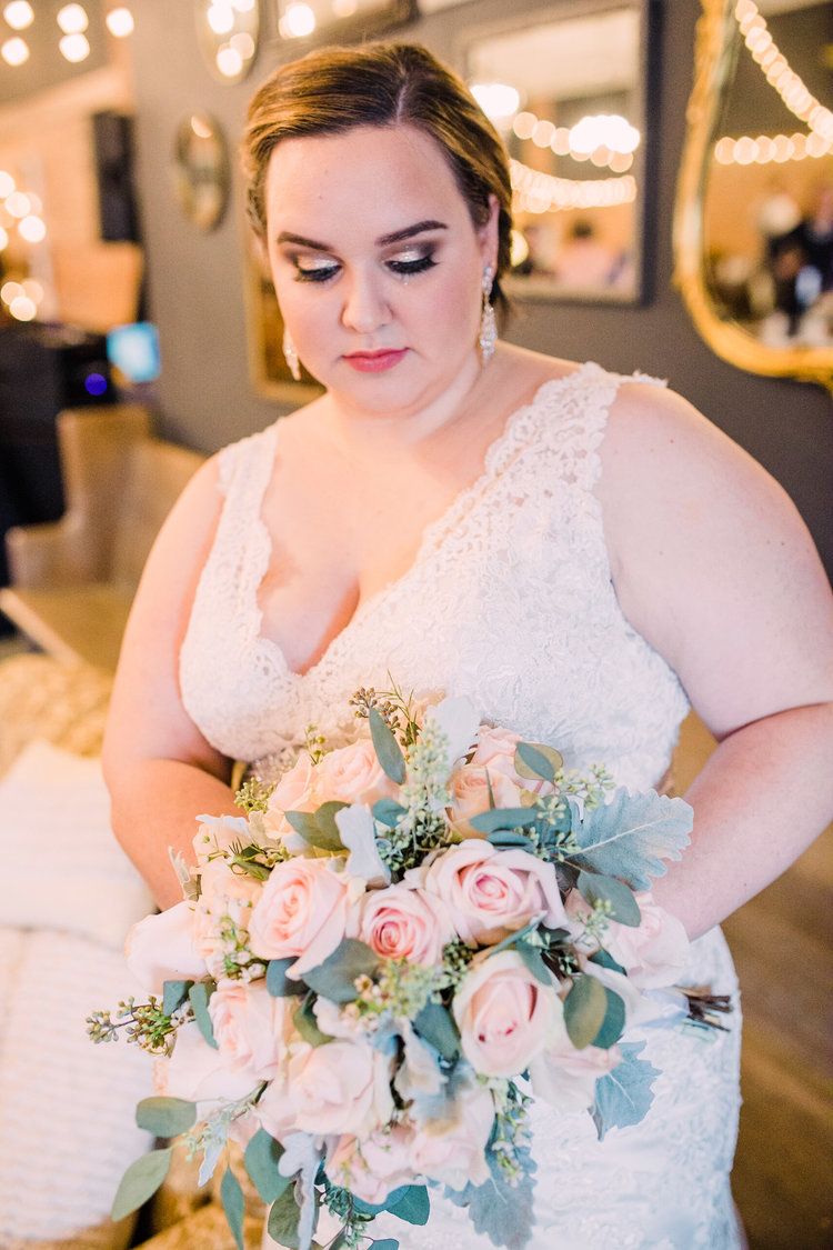 Wedding-Photography_Gatherings-by-Farmhouse-Catering_Nevada-Iowa_Bridal-with-florals-iowa+wedding+photographer.jpg