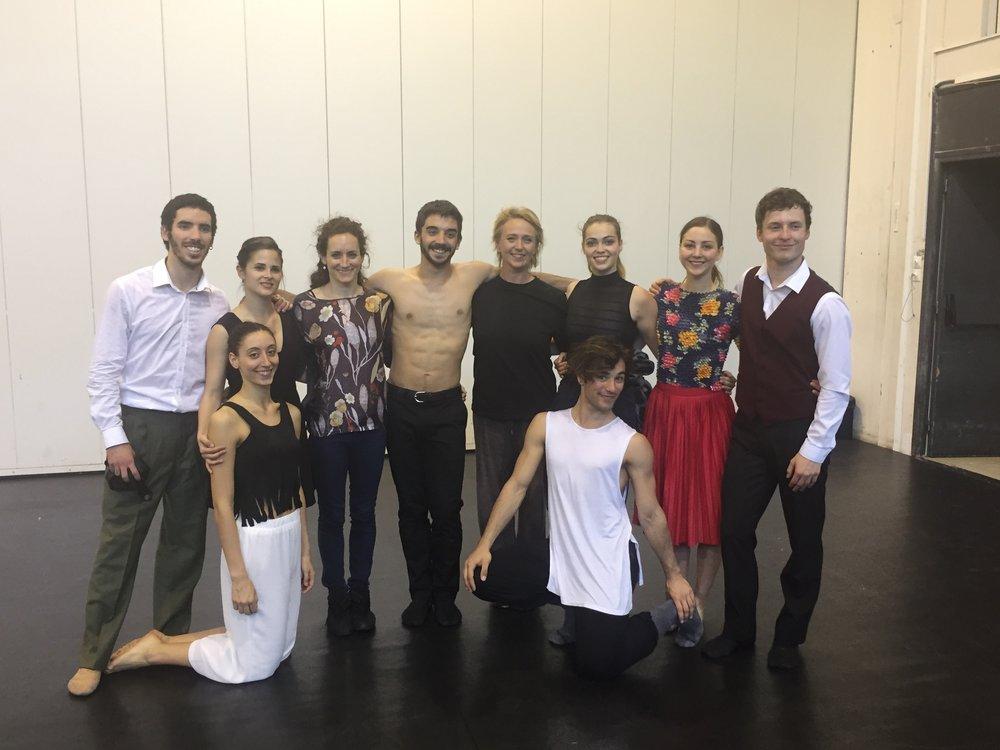 Les apprentis et leurs professeurs de danse Agnès Lascombes et Silvina Cortès