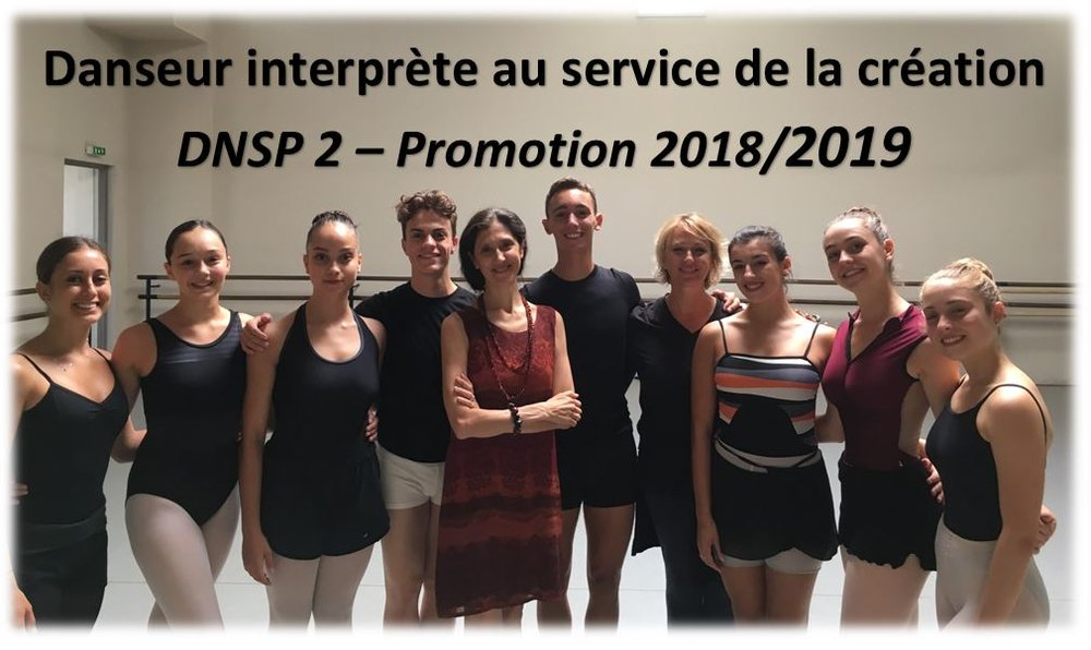 Paola Cantalupo, directrice artistique et pédagogique, Agnès Lascombes, professeur de danse classique et les élèves de DNSP 2 du CID Marseille