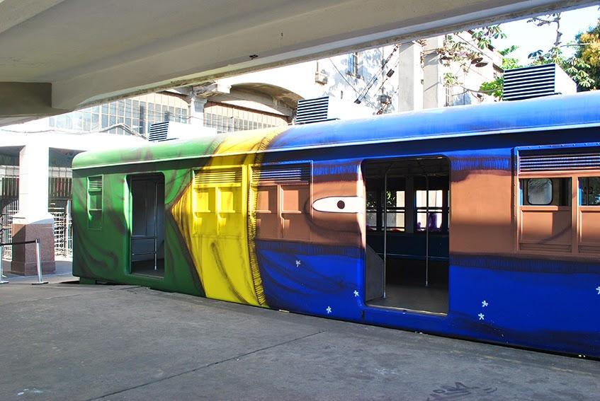 Trens desenhados pela dupla de grafiteiros paulistas, os gêmeos (2011).