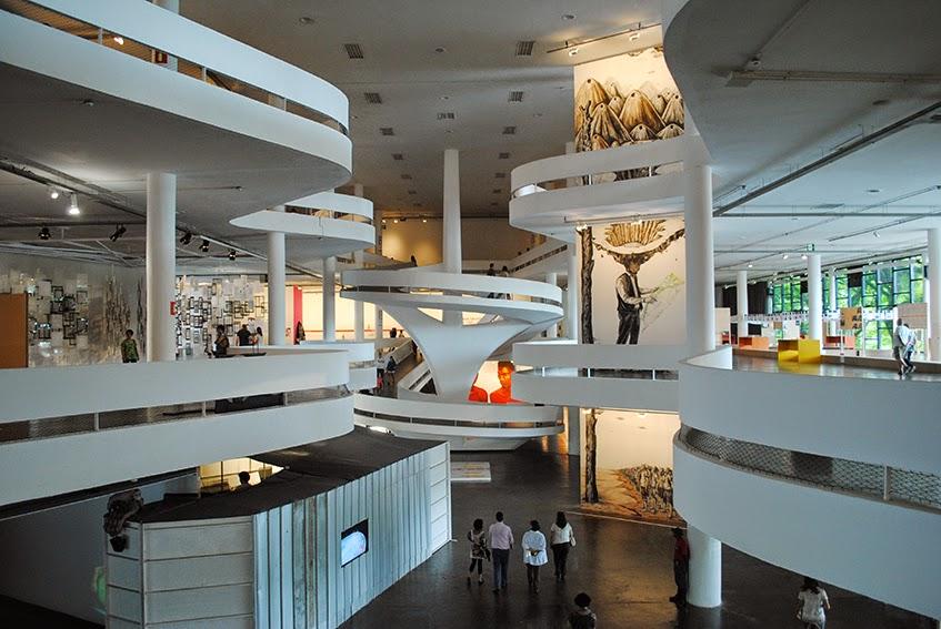 Pavilhão da bienal, projeto de oscar niemeyer, durante a 31ª bienal de arte de são paulo
