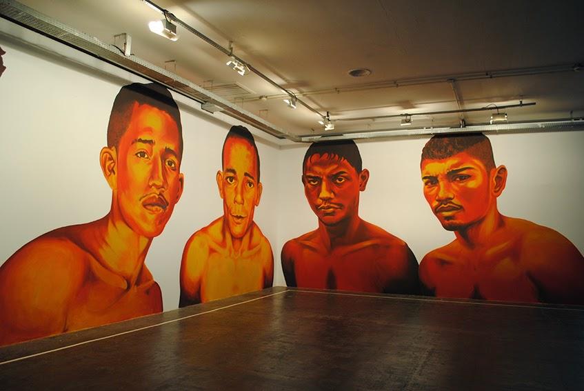 Retratos Icônicos Sem Nome, de Éder Oliveira. suas pinturas são inspiradas em retratos de pessoas que aparecem nas colunas de jornais policiais, os ícones desconhecidos e esquecidos da nossa sociedade.