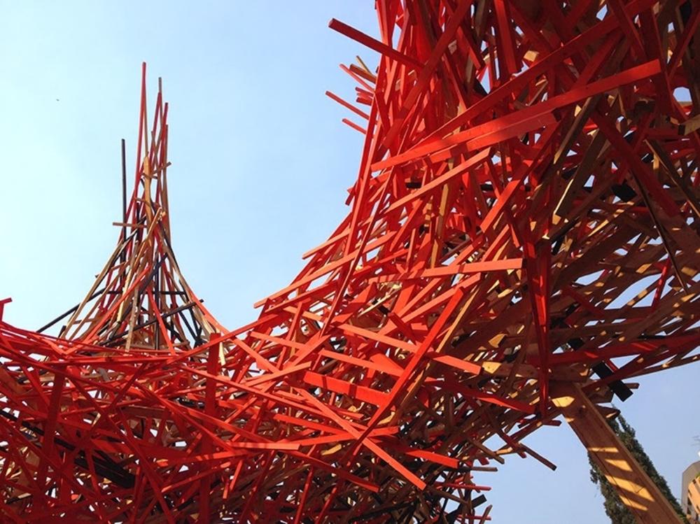 À entrada, a magnífica intervenção do artista belga Arne Quinze