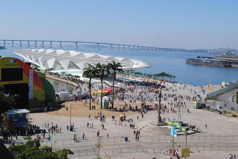 praça mauá e museu do amanhã vistos do terraço do museu de arte do rio (MAR)