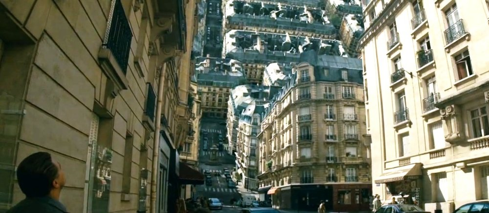 "Realidades fictícias. Foto do filme ""A origem"", dirigido por Christopher Nolan. https://archialternative.files.wordpress.com/2010/07/blog-inception-3.jpg"