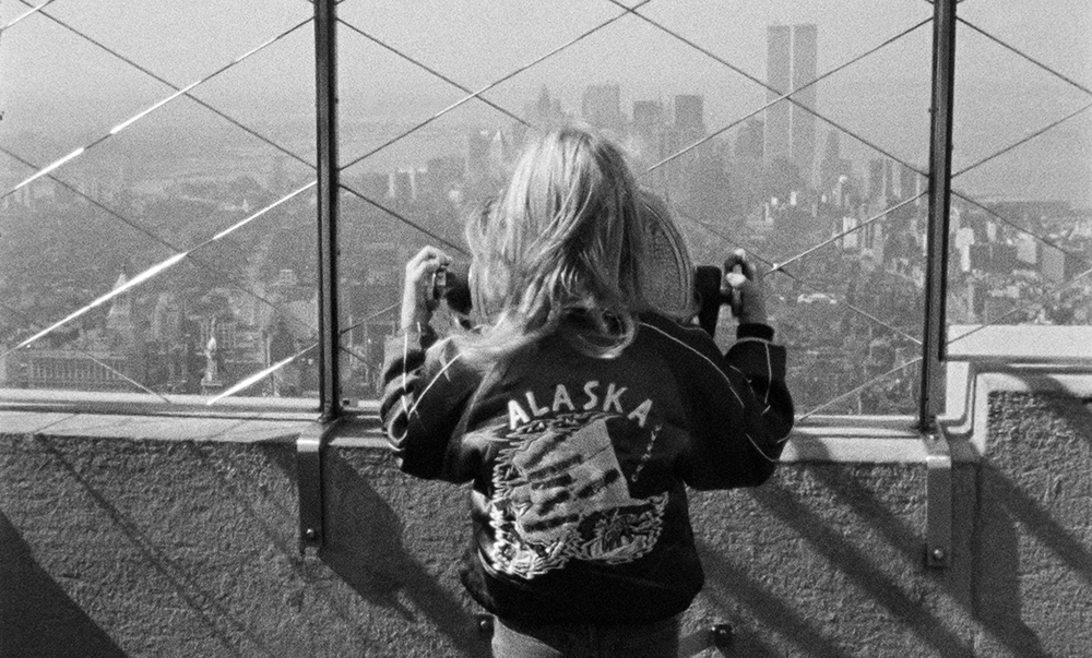 O cinema como um prisma através do qual adquirir uma nova percepção da arquitetura. Na foto, cena do filme Alice nas Cidades, de Wim Wenders. Fonte: http://wimwendersstiftung.de/media/ALICE05CWWS.jpg