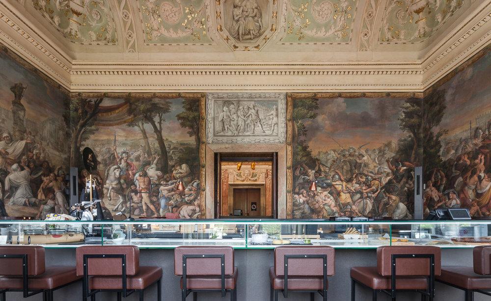 Um dos ambientes do Palácio do Chiado. Foto:https://cdn.wallpaper.com/main/2016/06/palacio-chiado-1.jpg