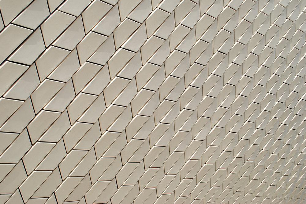 Fachada cerâmica do MAAT