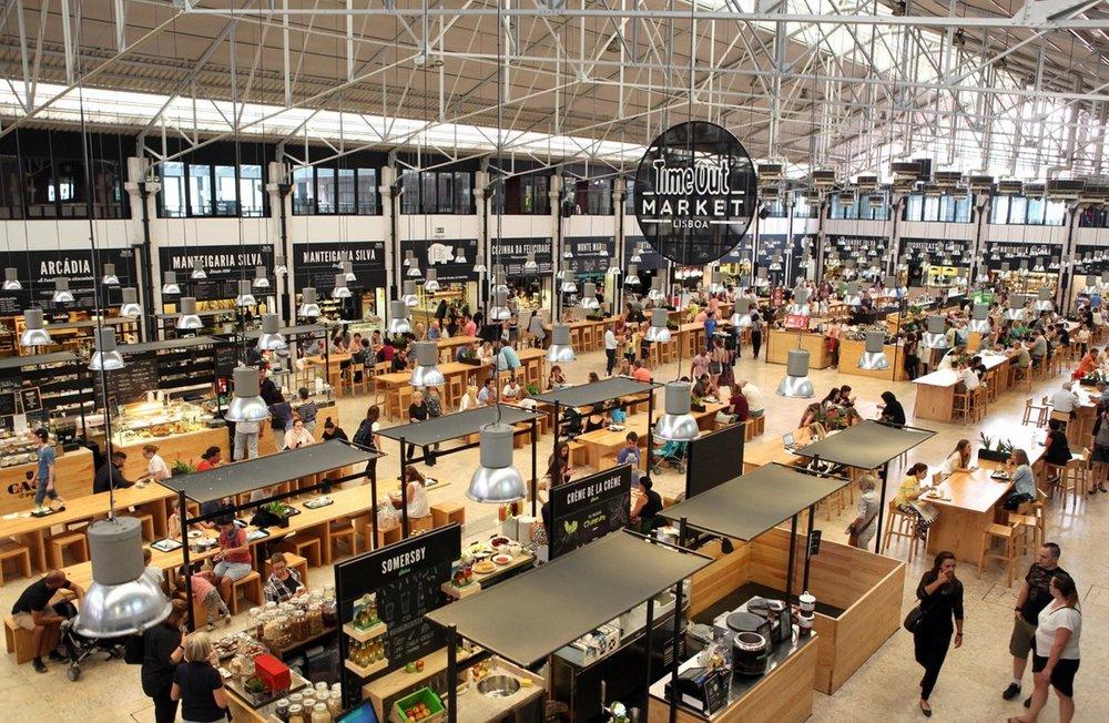 Time out market, no mercado da ribeira. foto:http://www.travelandtaste.pt/uploads/1/1/7/5/11754537/1115362_orig.jpg