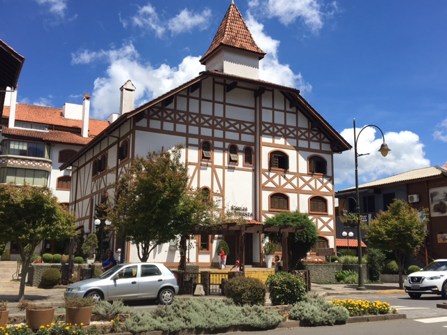 Prédios no centro de Gramado