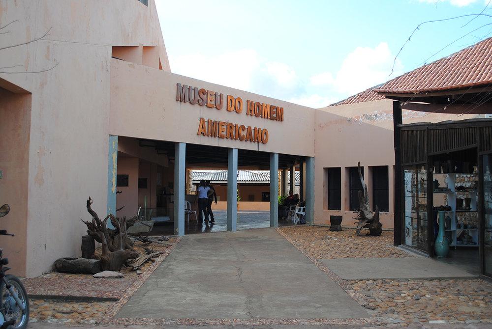 Museu do homem americano traz explicações sobre descobertas e pesquisas locais.