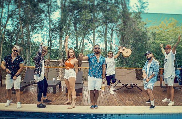 Que loucuras vcs fizeram nesse verão? Mais uma provinha do nosso clipe com @oclaoficial que tá chegando logo logo pra esquentar o Janeirão!☀️ (a track vc já pode ouvir no Spotify) 👉🏻 #loucuradeverao 👈🏾#oclã #zoomboxx #clipe #video #producao #spotify #livedj #hiphouse #nufunk #verao2018 #verao