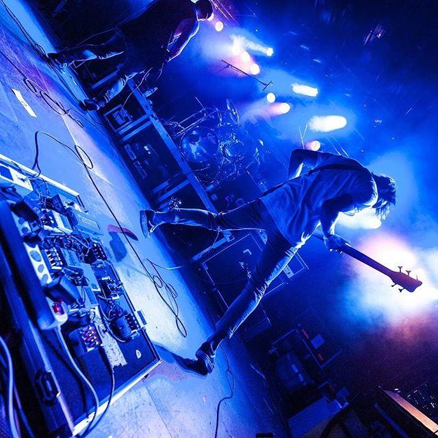 🔹🔹🔷🔷🔵🤟🤟🔵🔷🔷🔹🔹 📸@t.tschepe  #blau #live #liveband #instalive #bühne #rockband #rock #unsigned #stage #alternativerock #instarock #instagold #liveglam #glücklich #leben #musik #instamusic