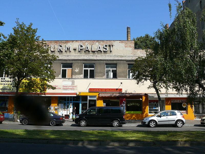 The building in 2011. Photo:  Fridolin freudenfett (Peter Kuley)