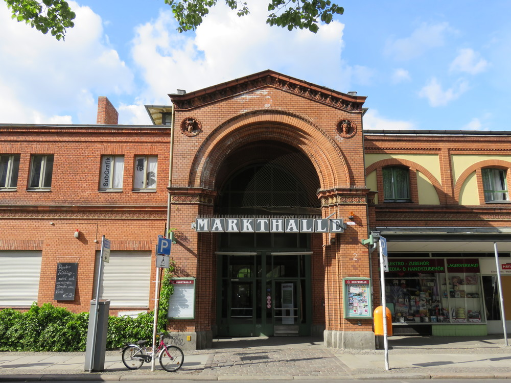 South entrance, Arminiusmarkthalle, Arminiusstraße. Of Berlin's 14 original Markthalle, only this one has remained continuously open since its unveiling in 1891.