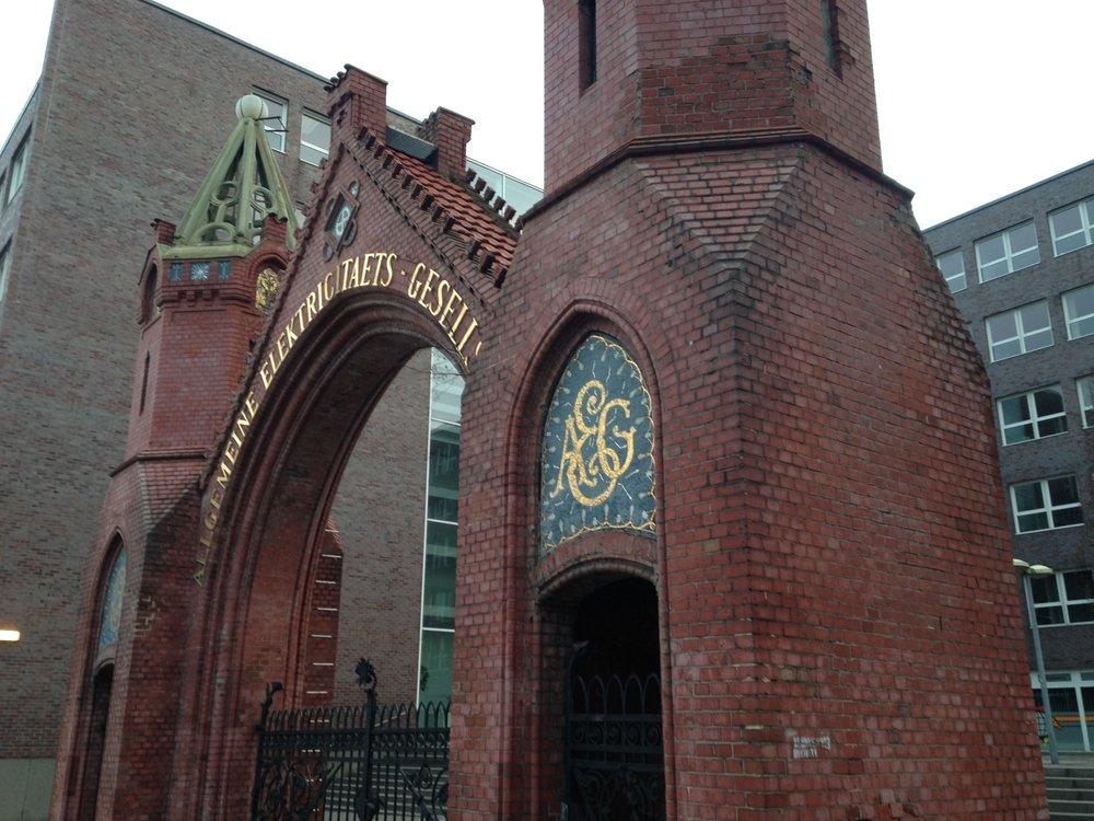 The brick-and-tile AEG gate on Brunnenstraße