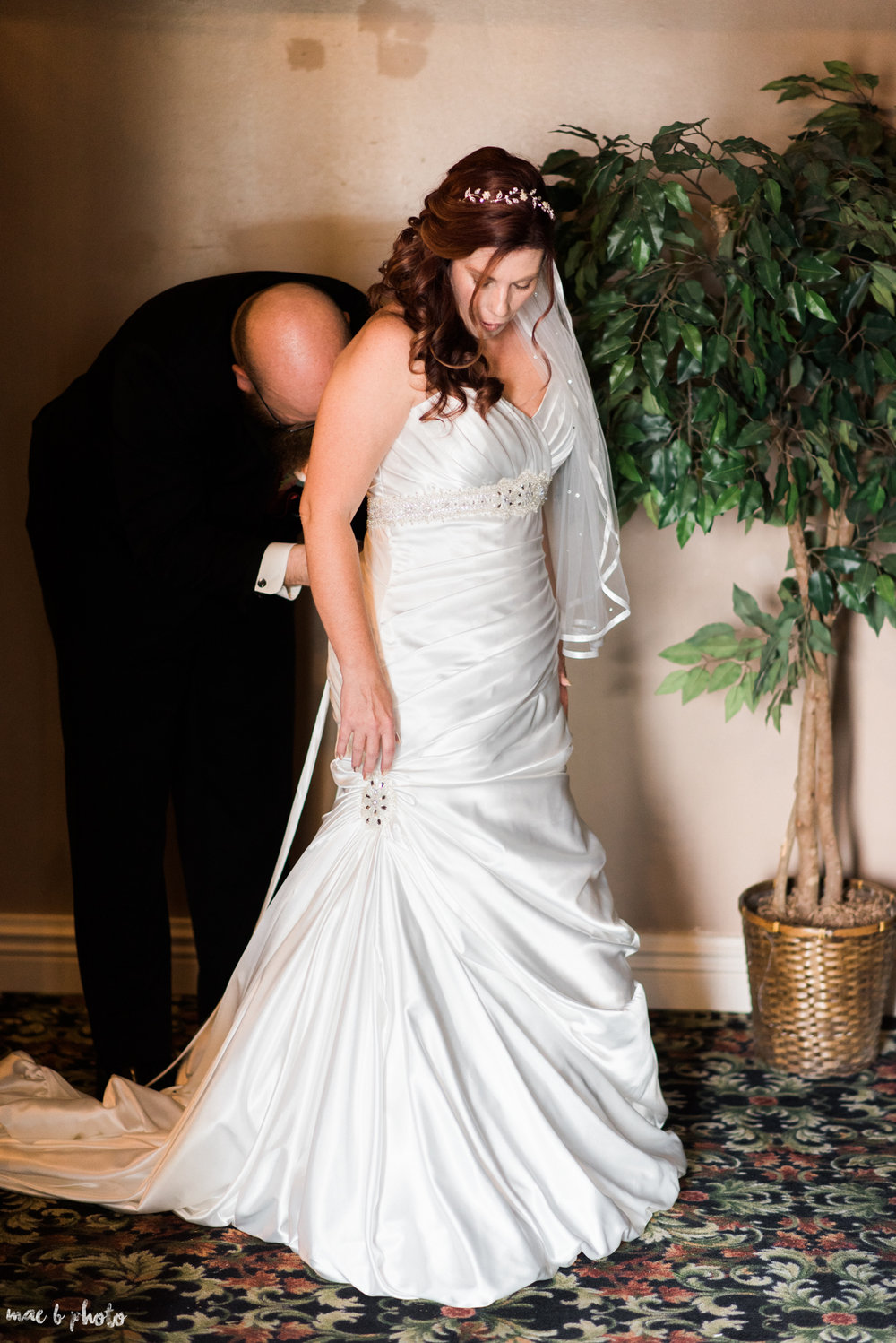 tracey and aaron's personal fall wedding at tiffany's banquet center in brookfield ohio_prep-14.jpg