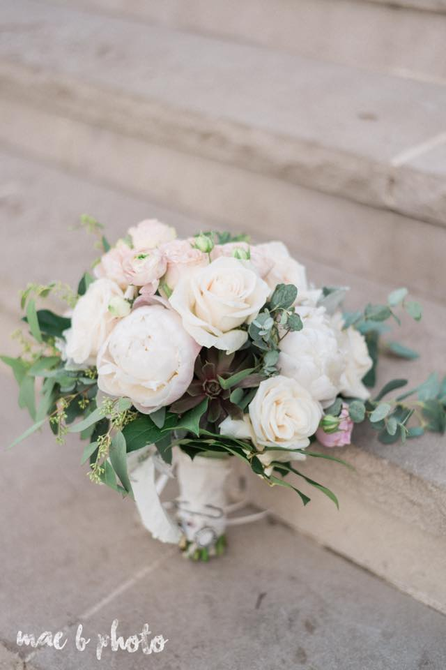 bridal bouquet by youngstown wedding photographer mae b photo.jpg