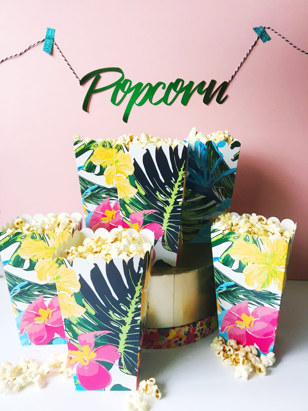 We all know I'm a big fan of a DIY pop-up bar, this jungle popcorn stand is a must for a tropical wedding.