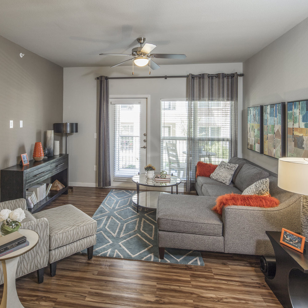 2/2 - $1350 - $500 off First Full Month!   Austin, Texas 78748  1058 square feet