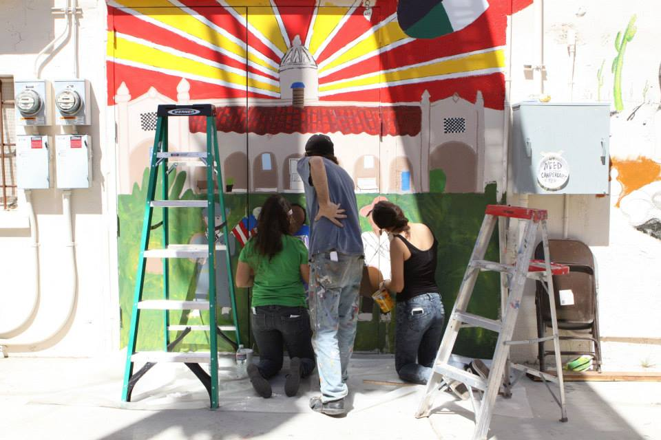 Muralist Michael Schwartz works with Ajo students during the 2015 Street Art Gathering