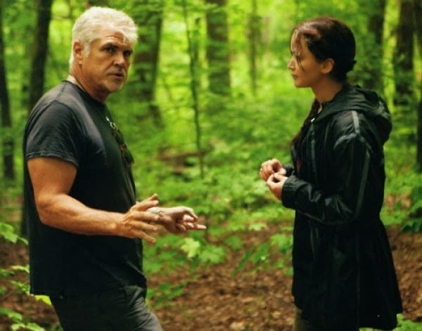 Gary-Ross-and-Jennifer-Lawrence-on-the-set-of-The-Hunger-Games-2012-Movie-Image-e1334111719981