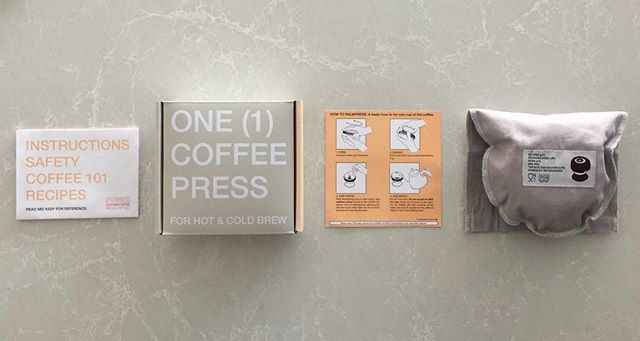 Packaging ✔️✔️✔️✔️ The manual includes an intro to choosing, making, and tasting coffee - plus recipes for hot coffee, cold brew, and our take on Vietnamese iced coffee 😋