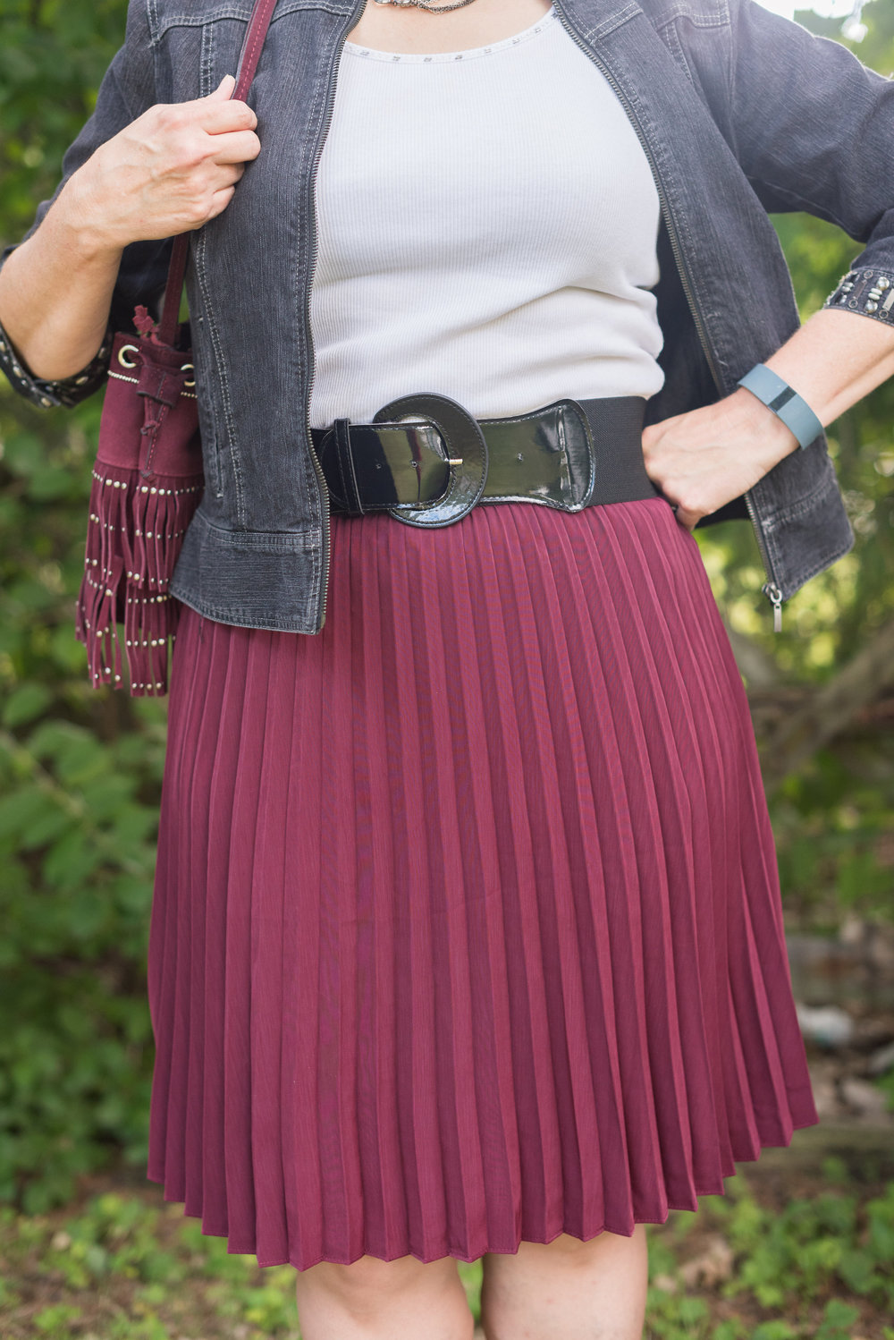 gray-maroon outfit