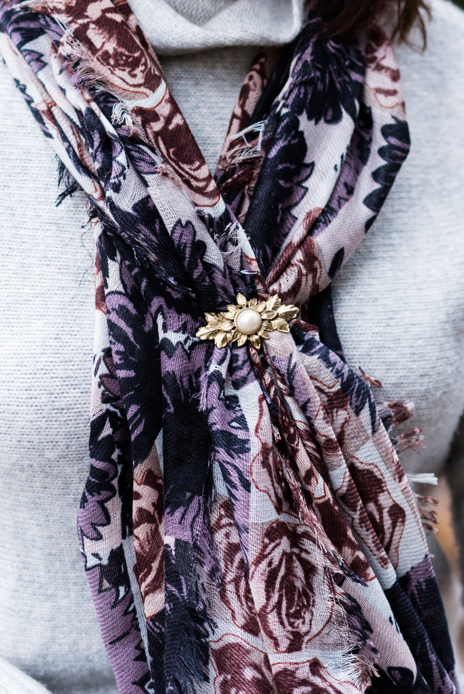 winteroutfitstylegraysweatfloralscarf-6.jpg