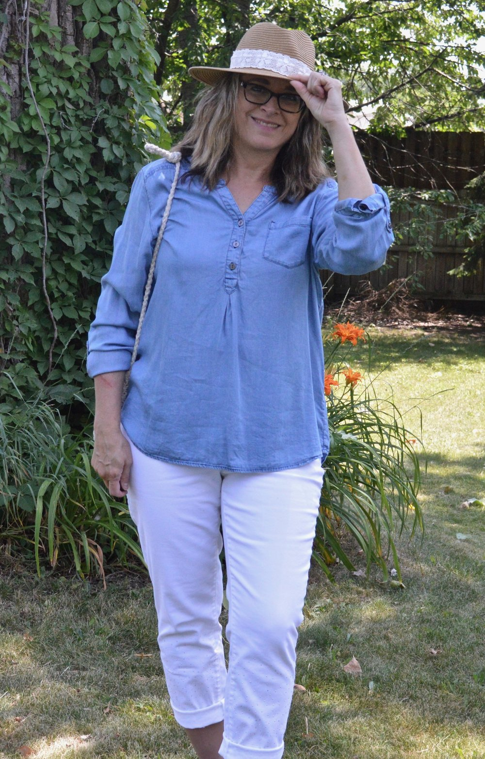 Outfit inspiration - chambray shirt with white pants
