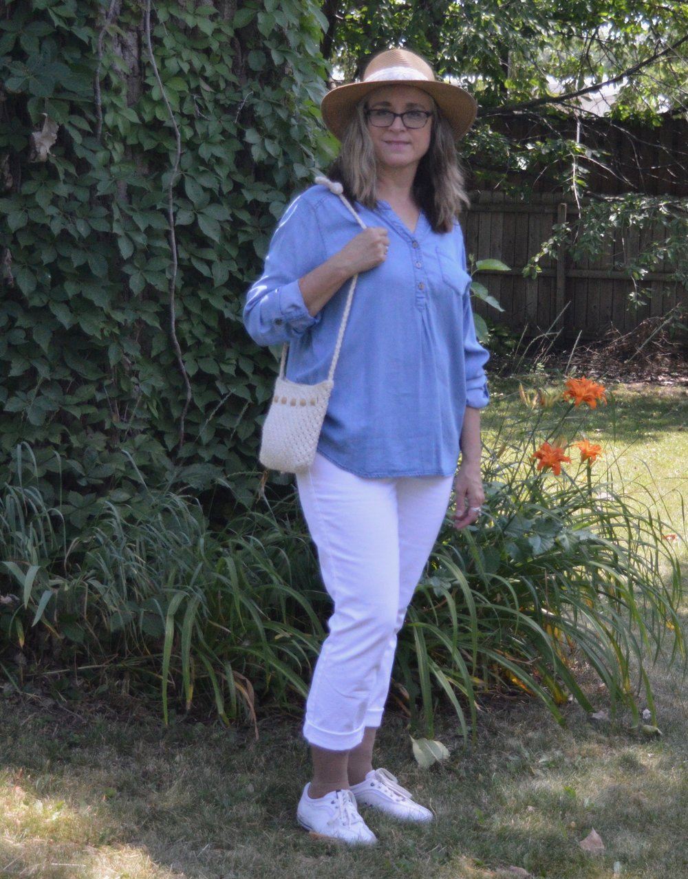 Outfit Inspiration - white pants and chambray shirt