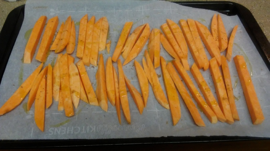 Sweet potato fries with Falksalt, pepper, and olive oil.