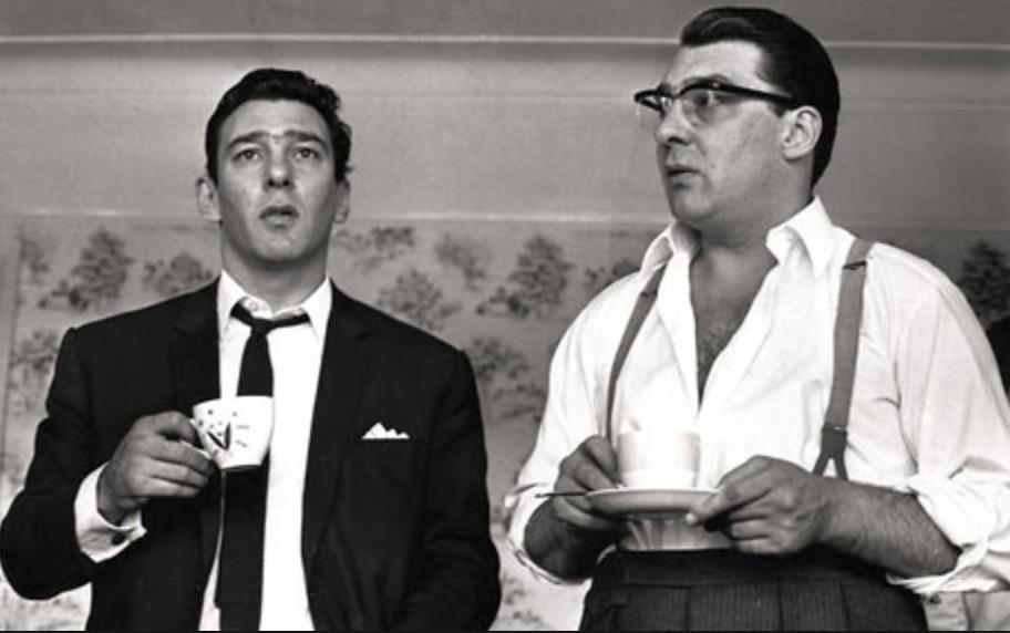 本物のクレイ兄弟。左がレジー、右はロン。すぐにわかりますね。