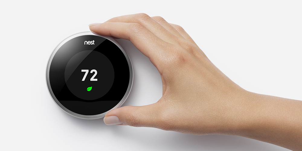 bould_nest_thermostat_with_hand_001.jpg
