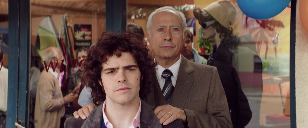 Guillermo Francella as Arquimedes Puccio and Peter Lanzani as Alejandro Puccio