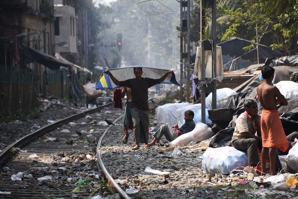 Living on railroad tracks, Kolkata