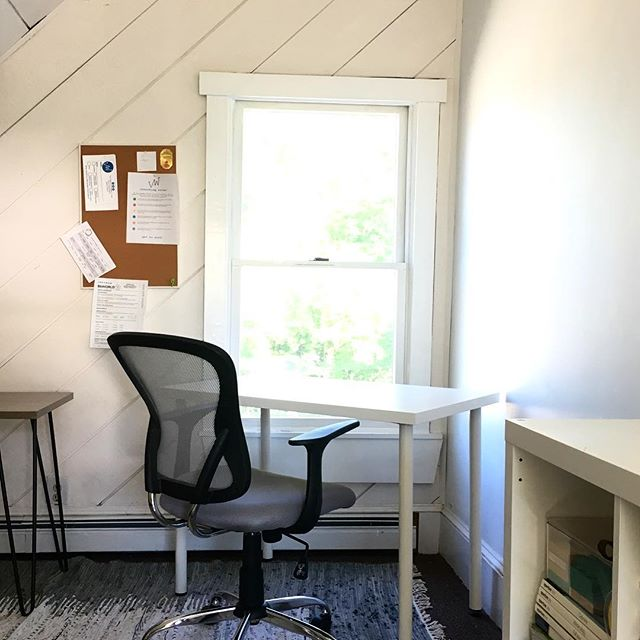 Meanwhile, at @valleyworksvt the sun is shining and the air conditioner is blowing and the #coworkers are grinding. Cowork here!  #gettowork #madrivervalley #coworkinglife #coworkingspace #coworking #digitalnomadlife #remotework #remotejobs #remoteworkers #madrivervalleyvt #mrv #waitsfieldvt