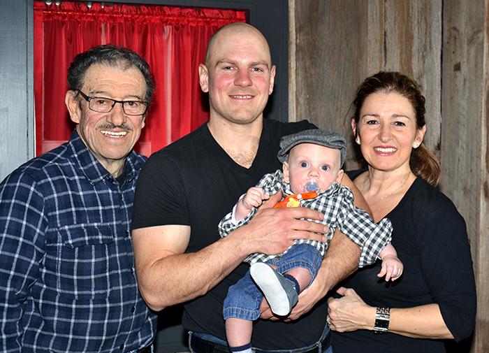 Les 4 générations ! M. Ethier, son petit fils Etienne, son arrière petit fils Henri et sa fille Carole Ethier