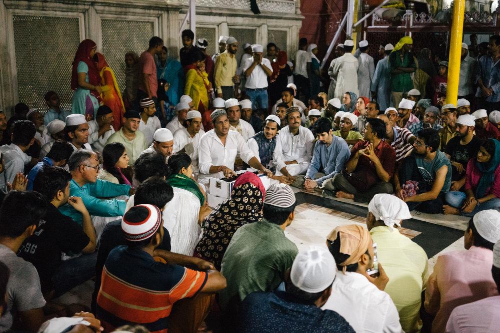 NIazi Nizami brothers singing during Qawwali.
