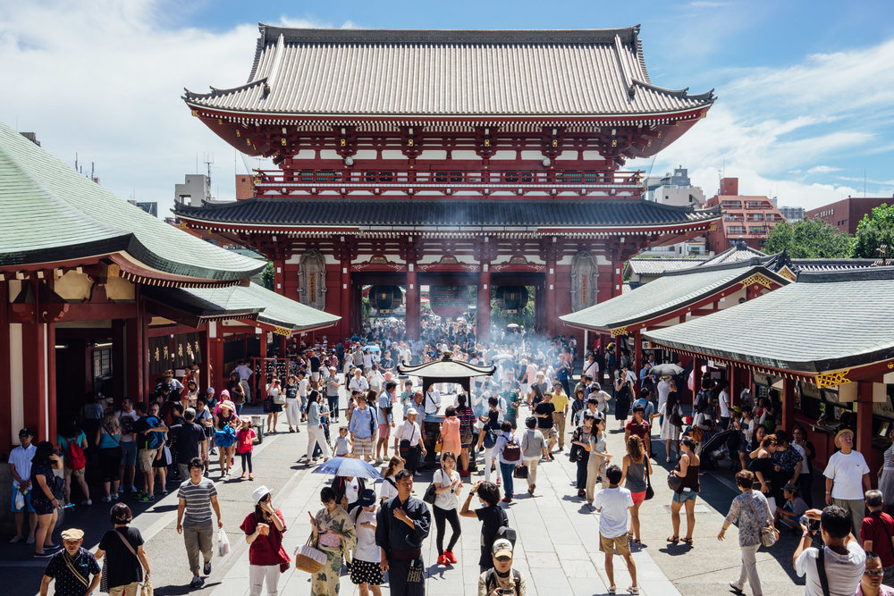 The crowds at the Sensoji Temple.