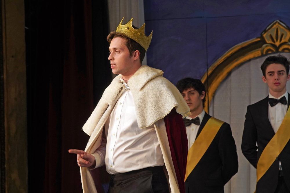 Act II: James Rose ('22) as Le Roi, or the King, in Massenet's  Cendrillon . Photo: Charles Wenzelberg.