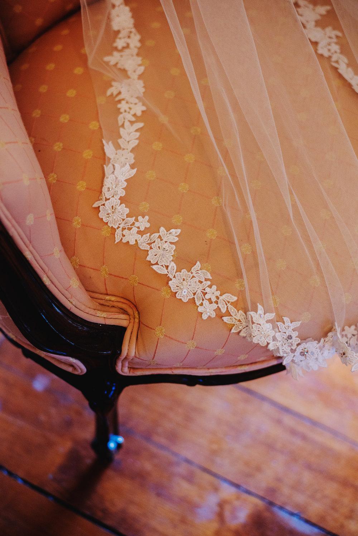 Moreno-Briskey-Renwick-Mansion-Iowa-Wedding_0007.jpg