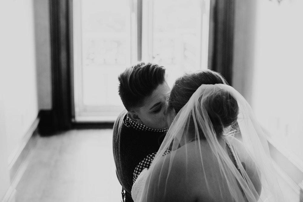 Moreno-Briskey-Renwick-Mansion-Iowa-Wedding_0070.jpg