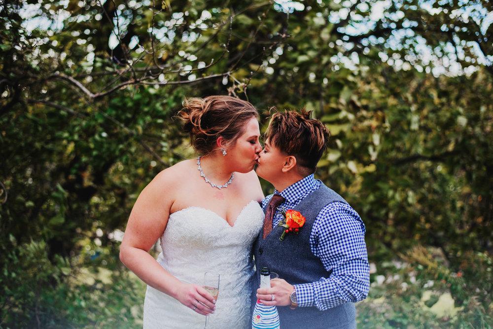 Moreno-Briskey-Renwick-Mansion-Iowa-Wedding_0077.jpg
