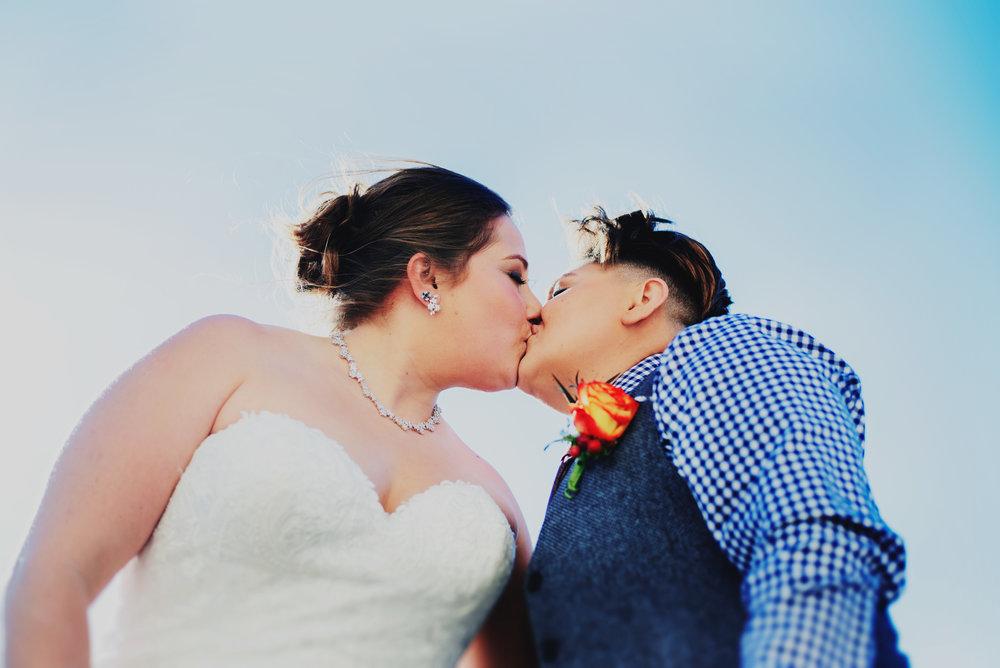 Moreno-Briskey-Renwick-Mansion-Iowa-Wedding_0103.jpg