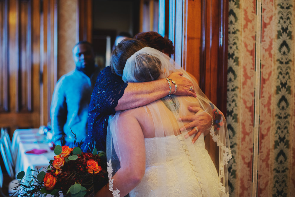Moreno-Briskey-Renwick-Mansion-Iowa-Wedding_0118.jpg