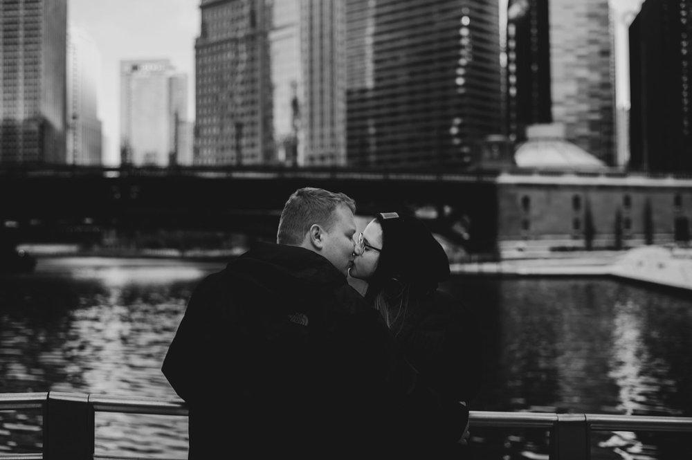 29_Drew-Ben-Chicago-EngagementSession_0733_Chicagoengagementsession.jpg